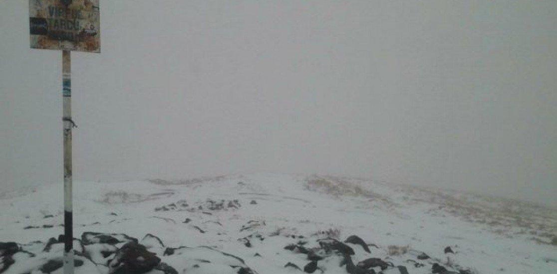 Romanya'da mevsimin ilk kar yağışı Caraș-Severin'e düştü..